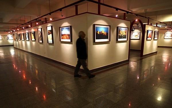 نورپردازی-نمایشگاه-عکس